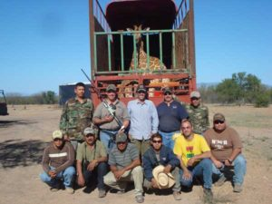 Mike Ross and Mexico Capture Team With Giraffe Ready To Be Translocated